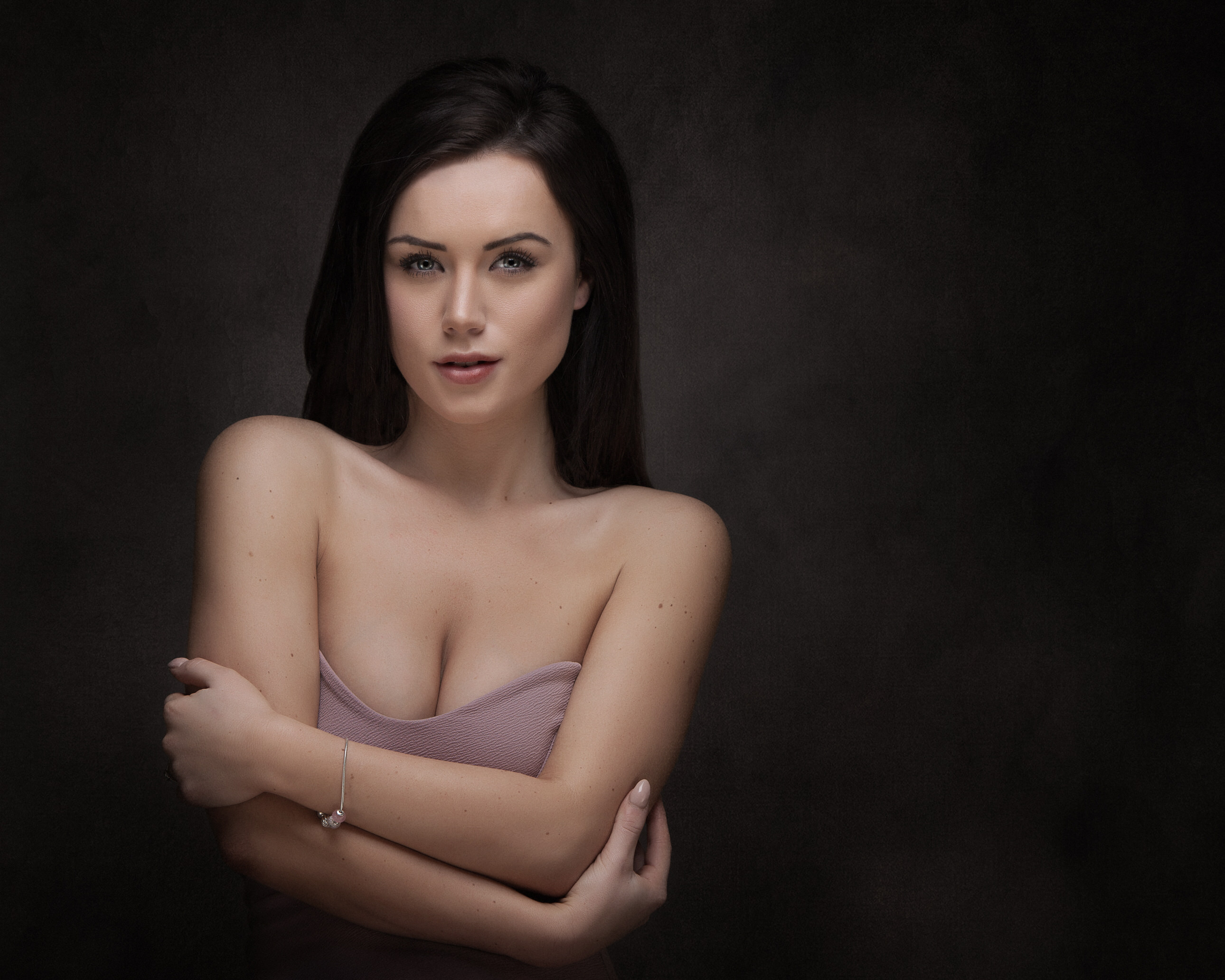 Woman headshot sexy and successful by Portrait photographer Preston