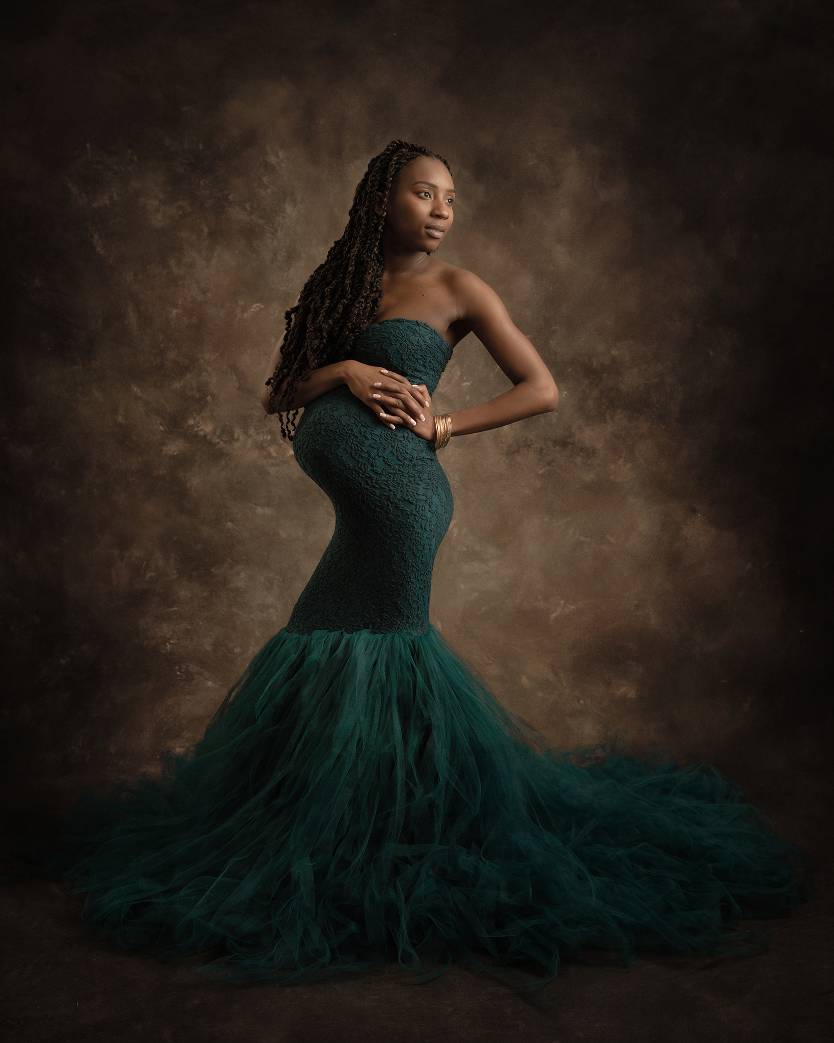 pregnant model in green dress by Portrait photographer Preston