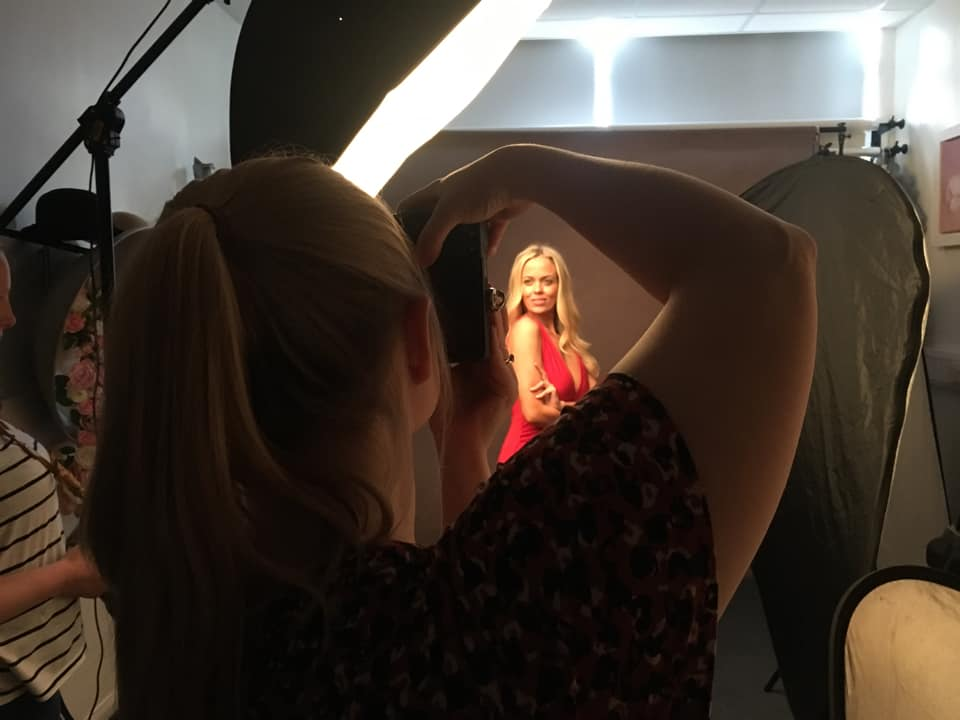 behind the scenes image of a group studio photography workshop